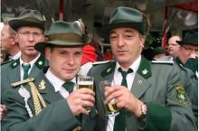 Ercan Caliskan (Mitte) wurde zum Vorsitzenden des BC 62 Peine gewählt. Bei seinem ersten Training in seinem neuen Amt schaute auch sein Freund...